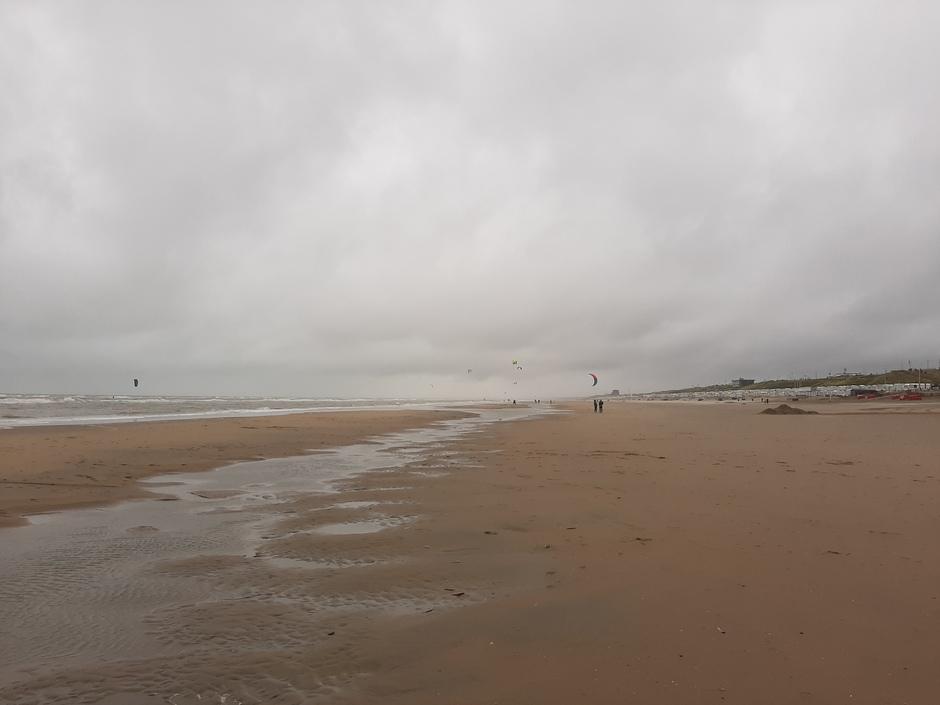 Somber aan de kust