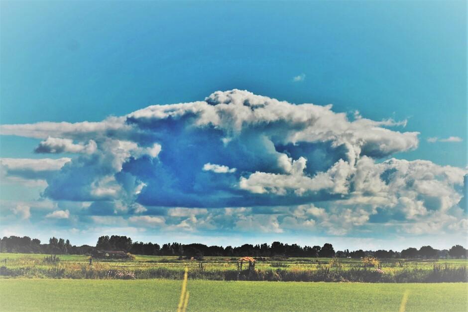 Fraaie Wolkenluchten Boven Polderlandschap