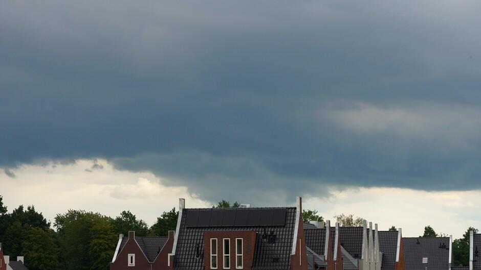 Uitgezakte wolk