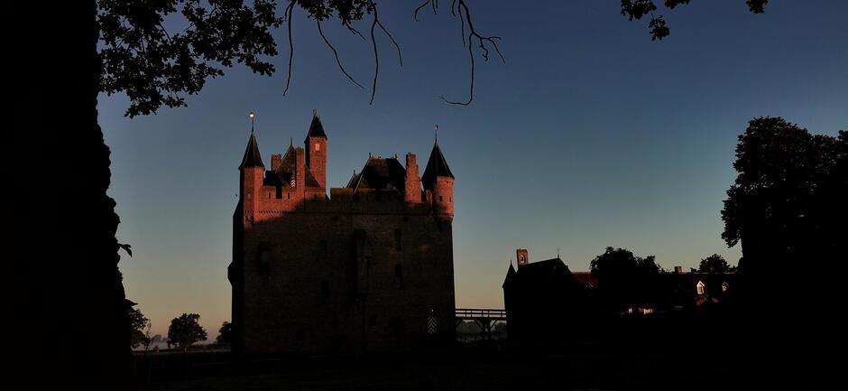 Het blauwe uurtje vanmorgen bij het kasteel