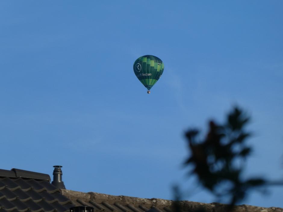 Ze varen weer. Ideaal weer voor de luchtballon.