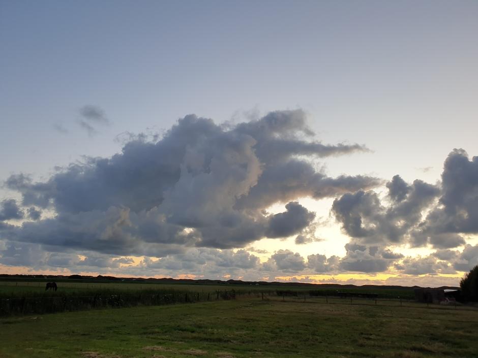Avondschouwspel boven Texel