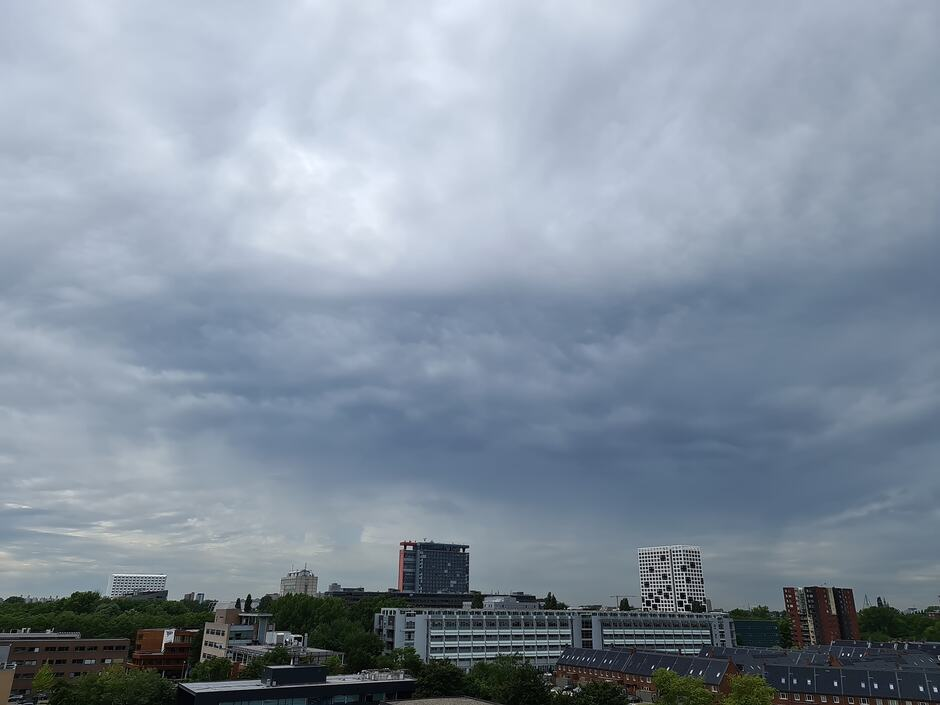 Undulatus wolken boven Delft