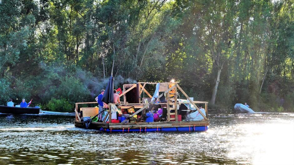 Ludiek varen op de Linge bij Arkel
