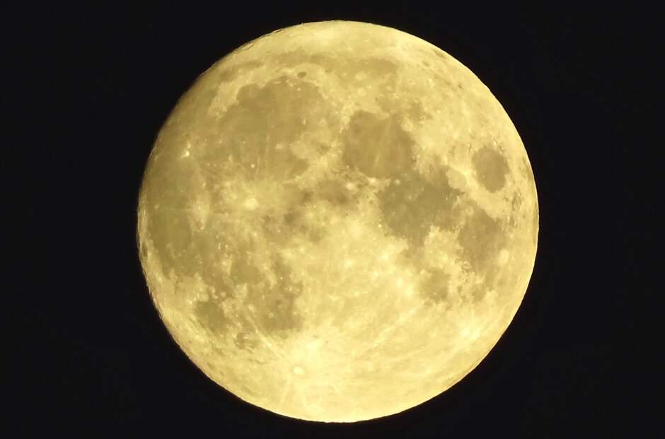 Maan 23.45 uur