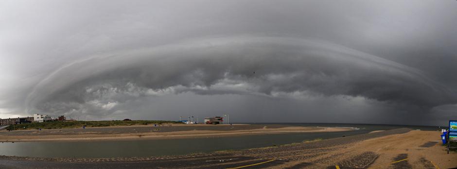 Shelfcloud vanmorgen bij Katwijk.