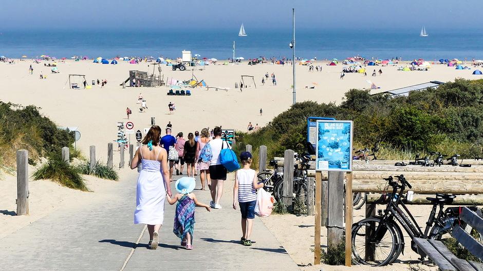 Strand en zee lonkt voor verkoeling