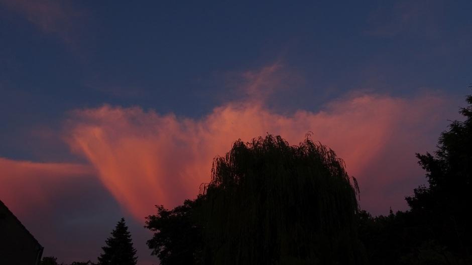 Wolken ten oosten van Roermond tijdens zonsondergang
