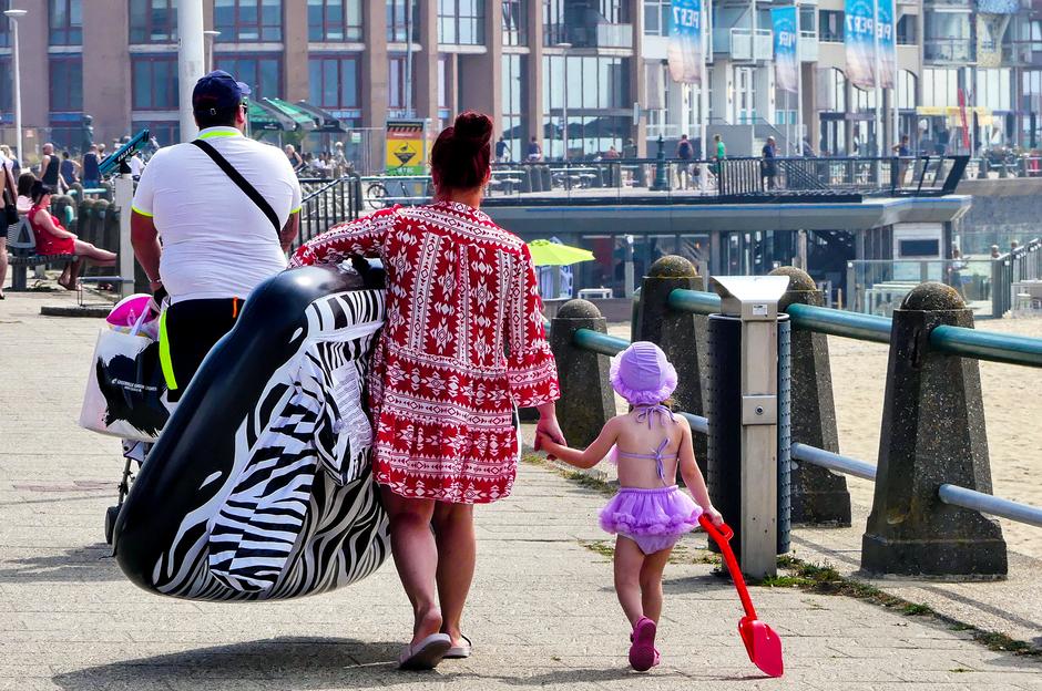 Broeierig warm afkoelen naar strand en zee