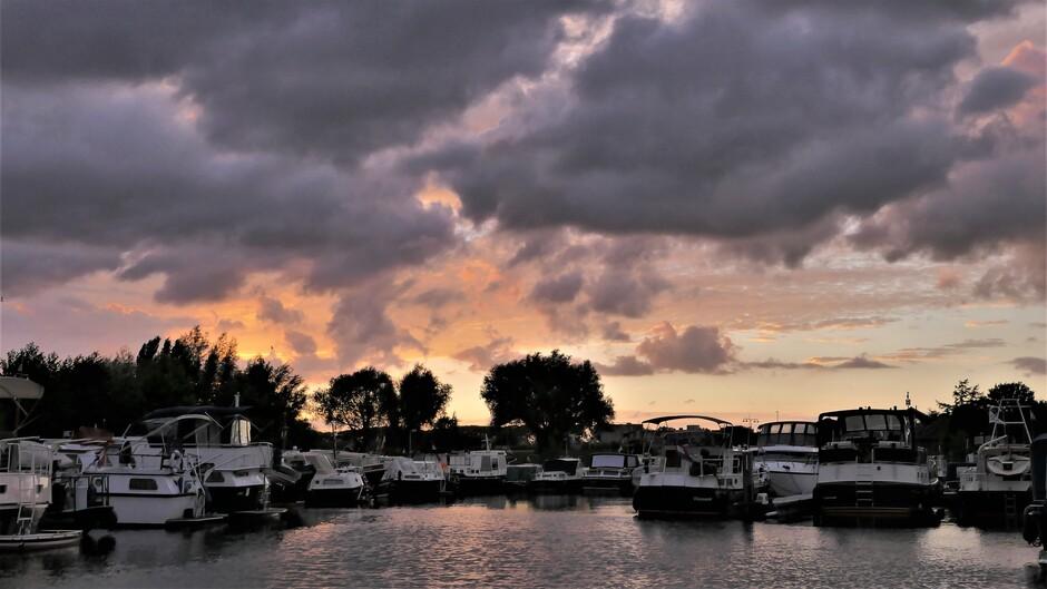 Arkel jachthaven dreigende wolken