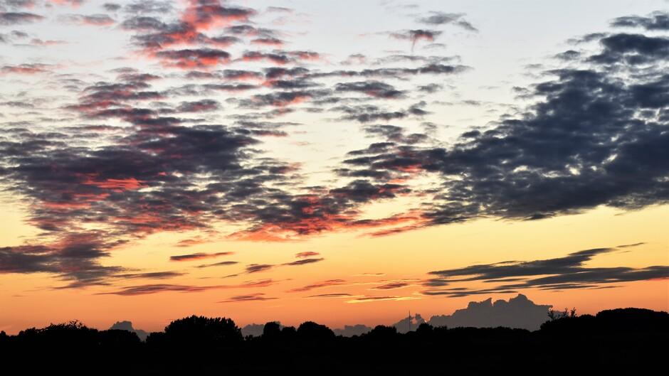 Prachtige zonsondergang vanavond in de betuwe