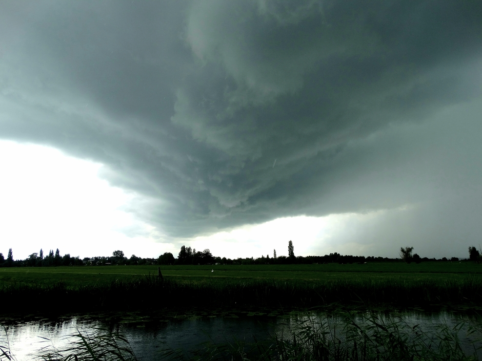 Donkere wolk