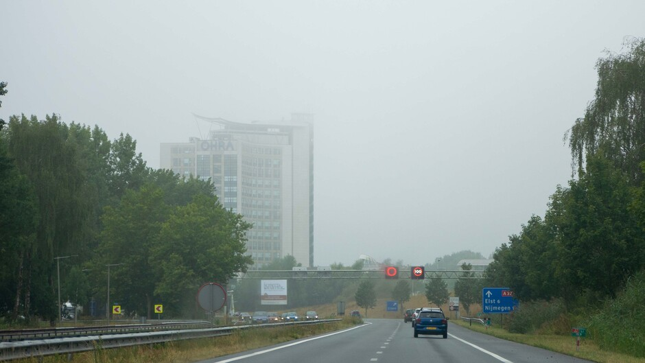 Nevel trekt langzaam op in Arnhem