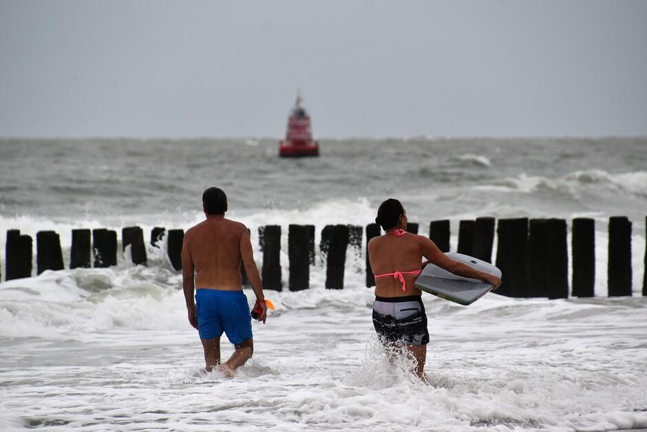Flink gespetter aan zee