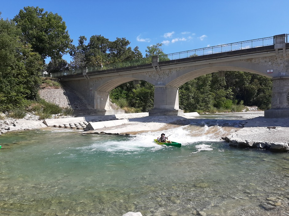 Kanoer in de rivier de Drome