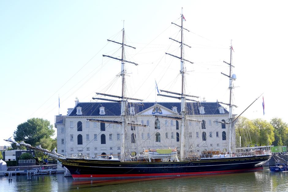 De Stad Amsterdam, weer terug bij het Scheepvaart Museum in Amsterdam.