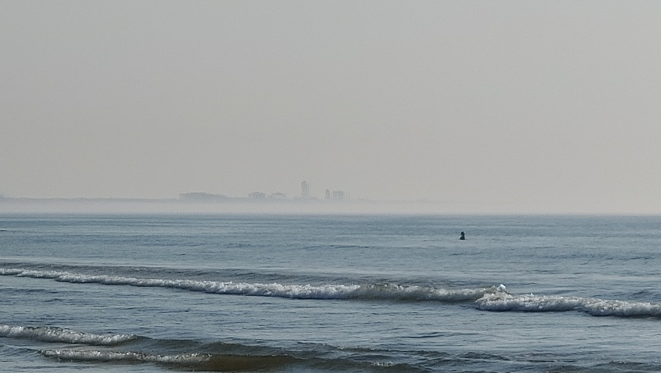 Zeemist aan de kust