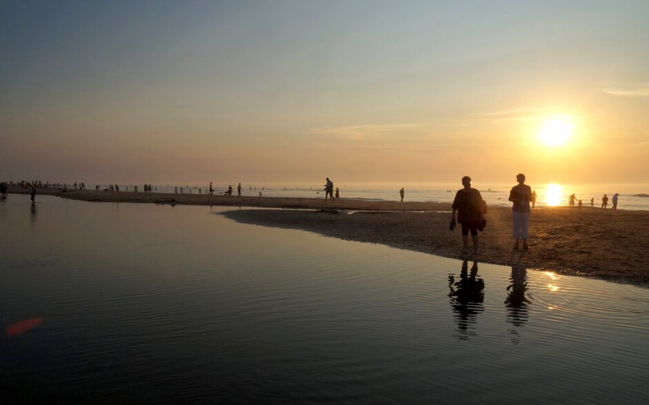 Sundown at the beach
