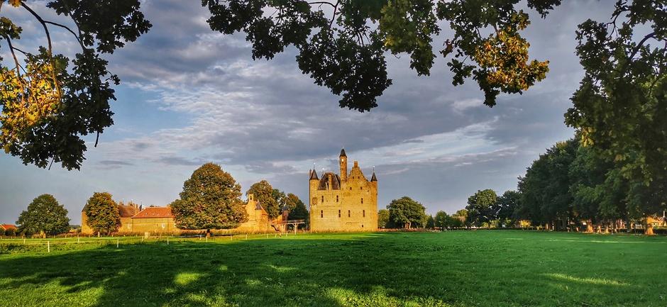 Mooi avondlicht bij het kasteel