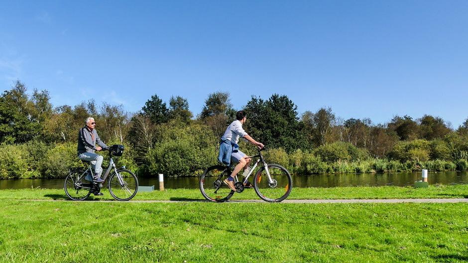 Zonovergoten nazomer fietsweer Weerribben