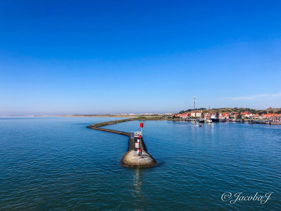 Hoog water en blauwe lucht