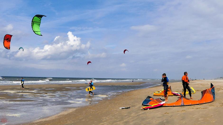 Stevige en ideale wind voor kitesurfers