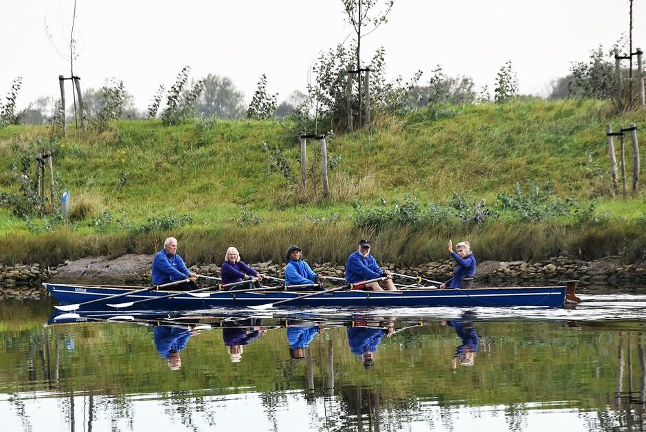 Roeiers op het kanaal