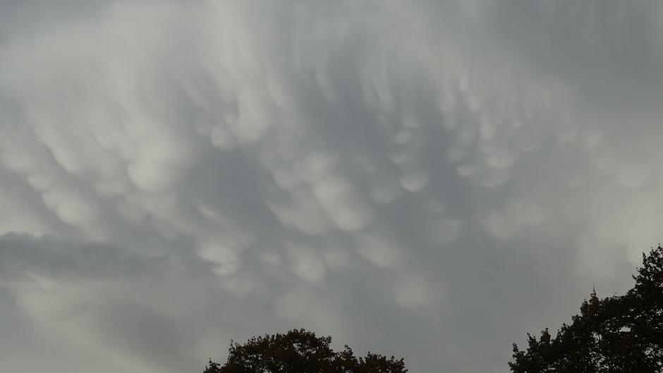 Mammatus wolken vanavond boven Heerenveen
