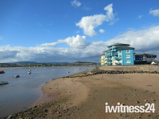 Along the Exe Estuary, passing Shelly Beach on a sunny & cloudy afternoon.
