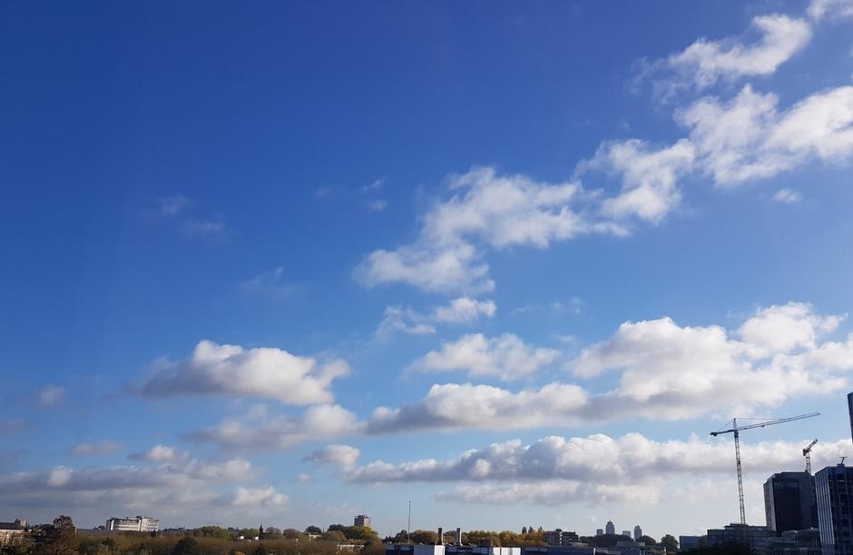 10.54 uur langwerpige wolken
