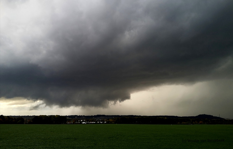 Onweersbui (low topped supercell)