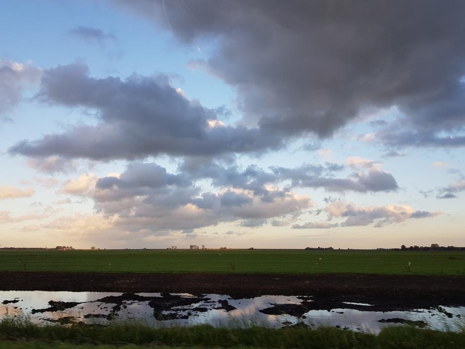 17.58 uur mooie wolkenlucht