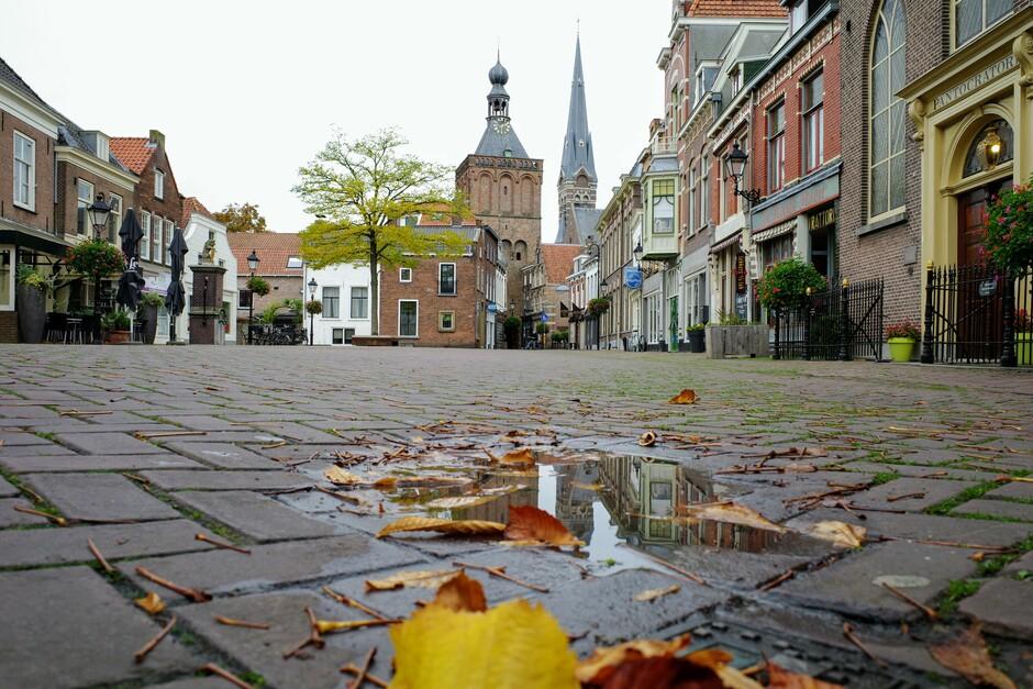 Herfst in het oude centrum van de stad