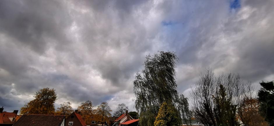 Veel wolken vanmiddag