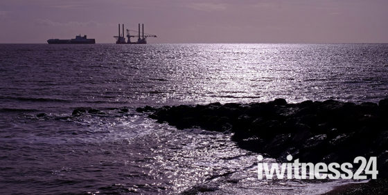 Wind farm crane barge