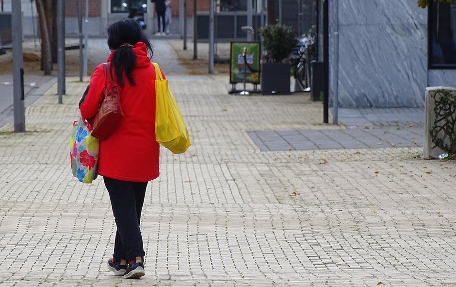 Het meisje met de drie tasjes!