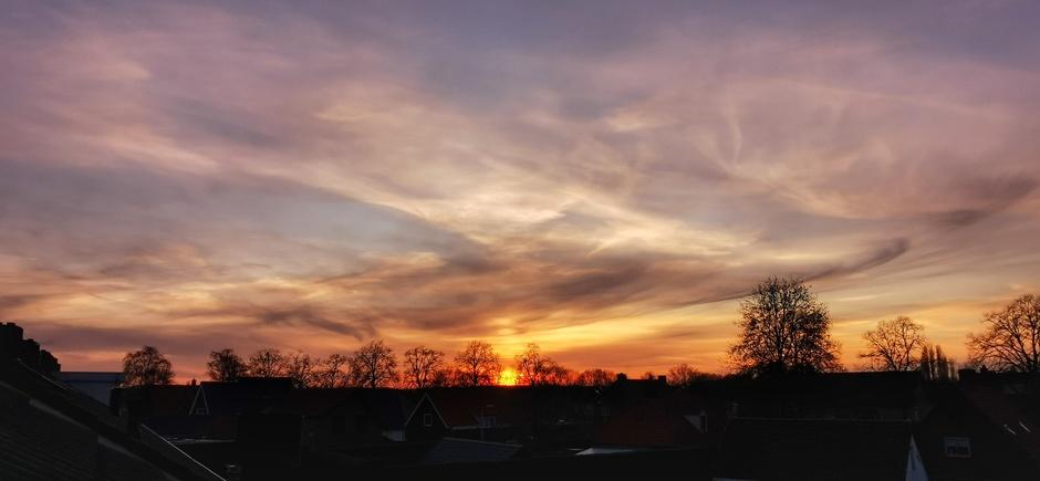 Mooie sluiers en pastelkleuren bij zonsondergang