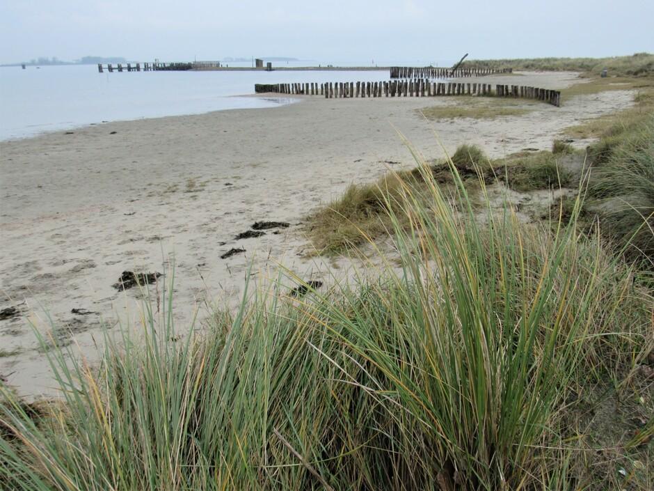 Verlaten strandje Katse Veer