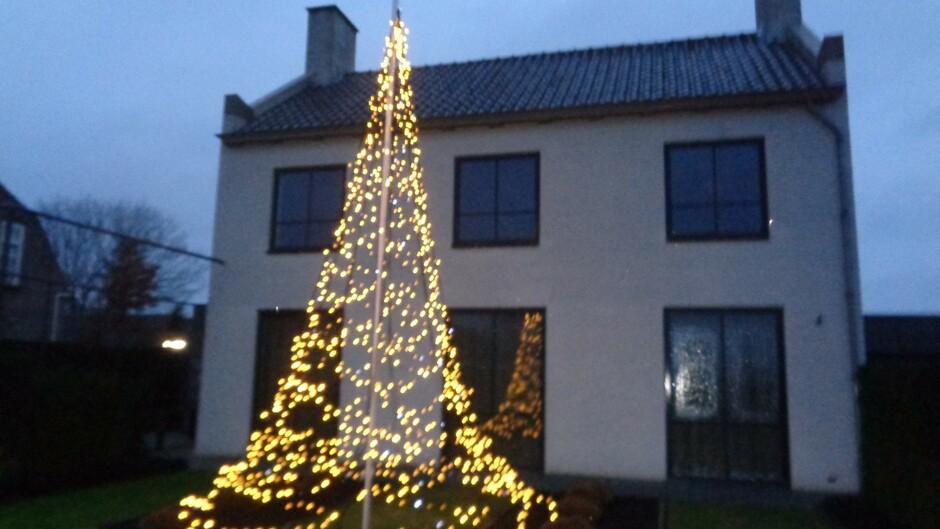 de donkeredagen voor kerst met lichtjes