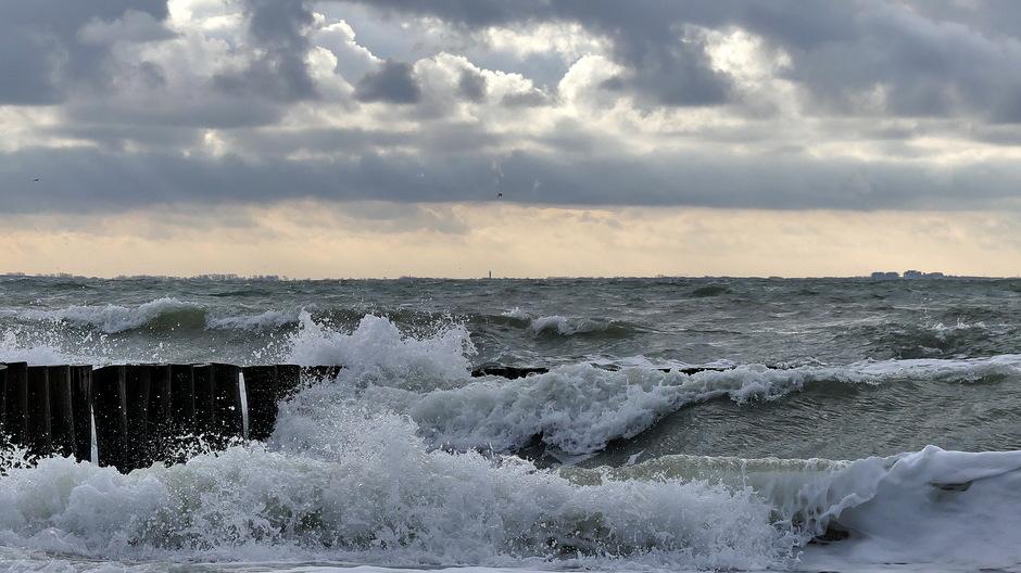 Wolken wind golven zon