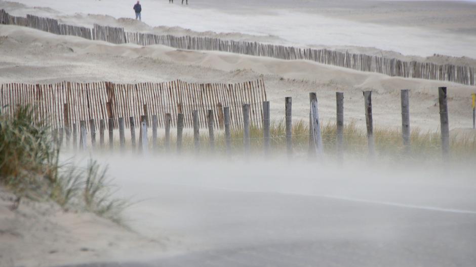 Zandstorm aan zee