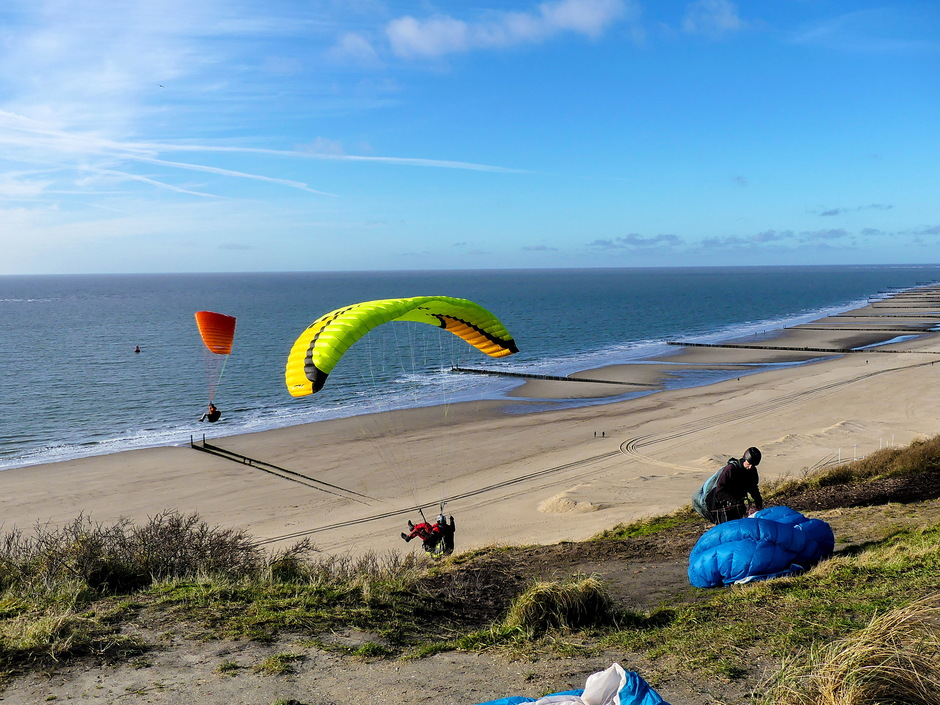 Vrij zonnig perfect windje thermiek paragliders