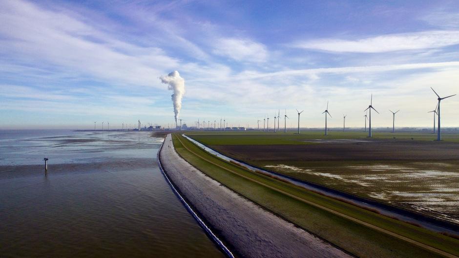 Rookpluimen RWE Centrale Eemshaven
