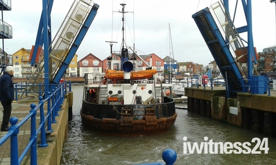 Dredger returning to the docks