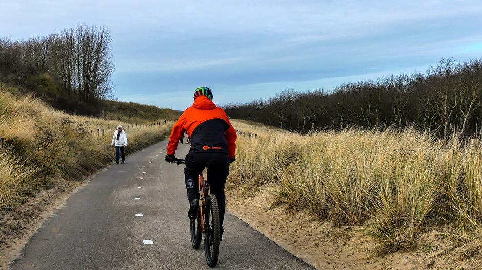 Vrij zonnig /  Prima fietsweer