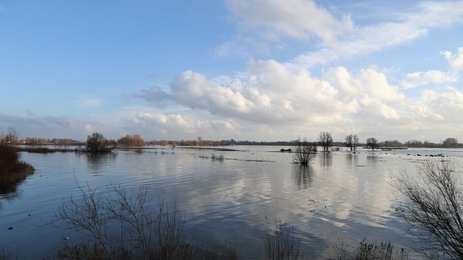 04-02-2021 Hoog water in de Merwede bij Gorinchem