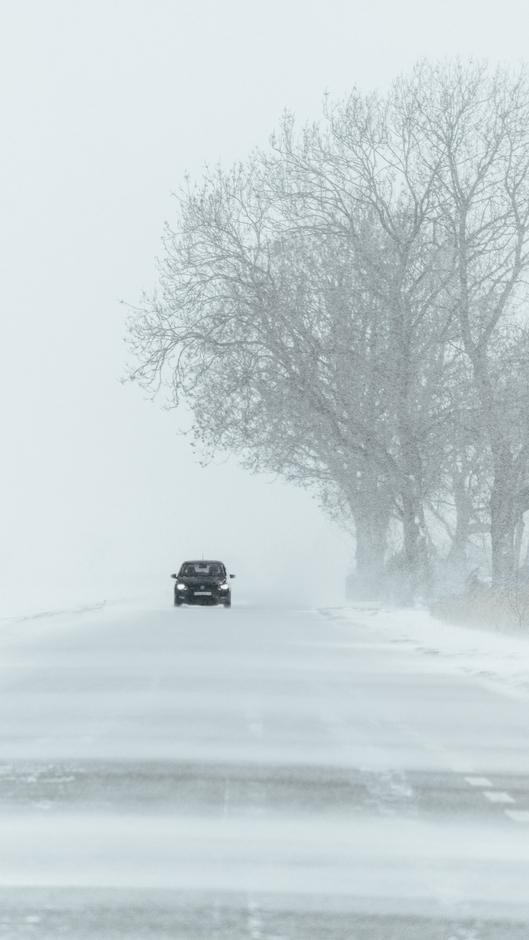 Auto door de Sneeuwjacht