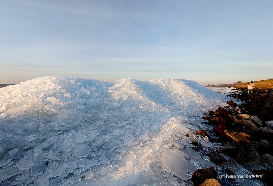 Kruiend ijs Markermeer