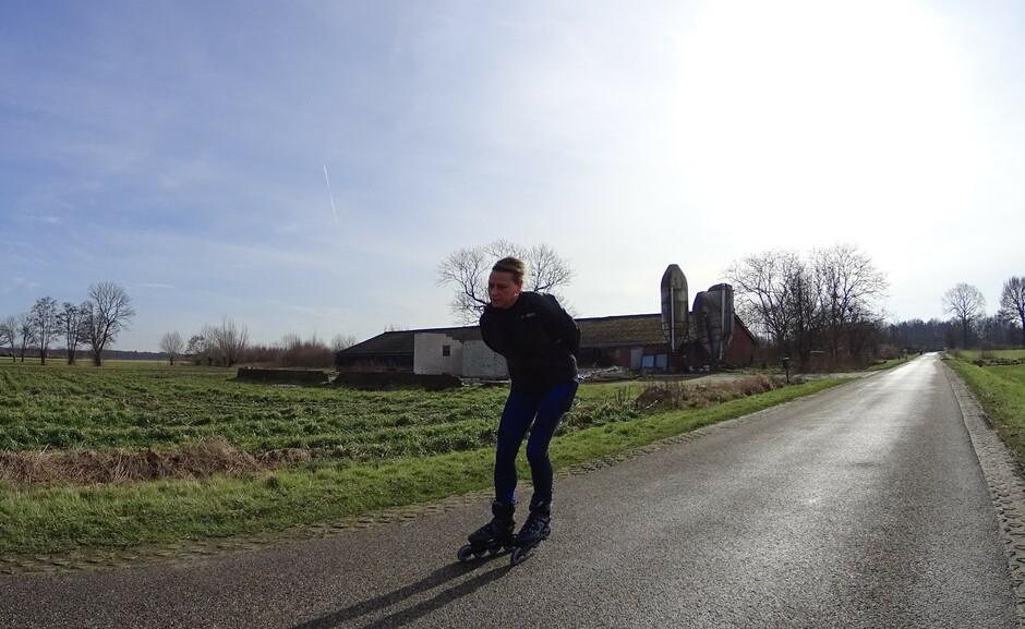 Schaatsen wordt voortgezet op de weg.