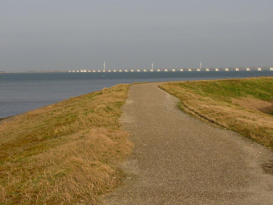 Lentegevoel, 16,5 graden en een zacht windje bij Colijnsplaat op de dijk